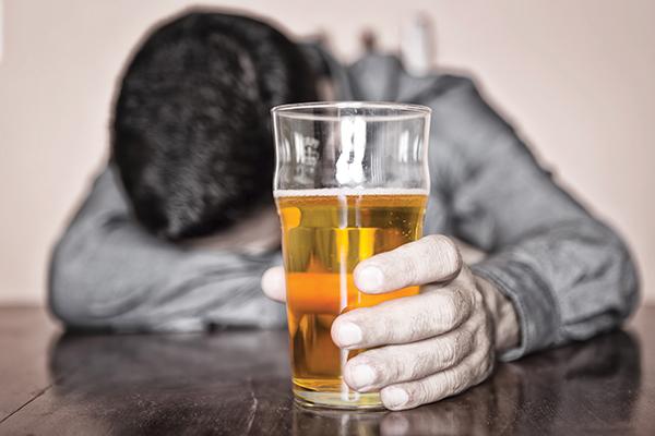 Thực trạng lạm dụng rượu, bia: Nguy hại nhãn tiền