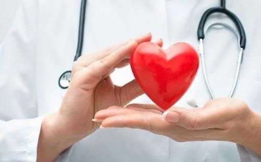 """Người bệnh tim mạch """"phòng vệ trái tim"""" trước Covid-19"""